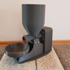 Fully automatic cat feeder