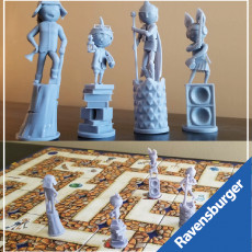 Ravensburger's Labyrinth: Costume Party Adventurers