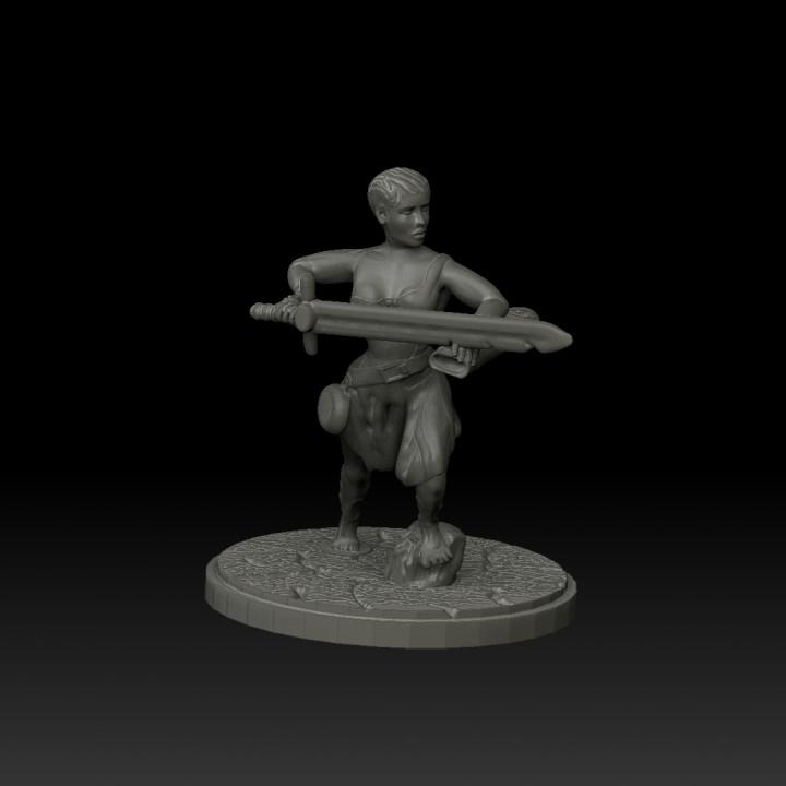 Female warrior - 28mm miniature
