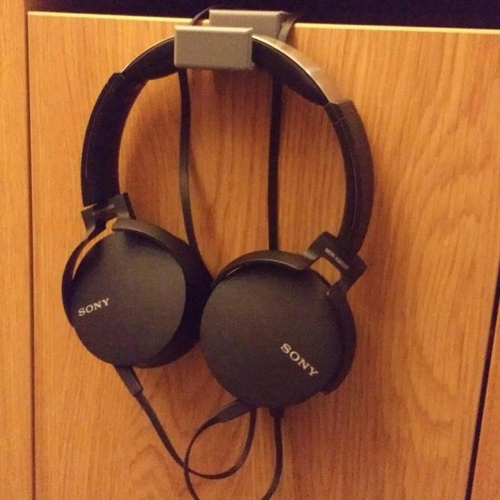 Headphone hanger ikea Micke desk/door