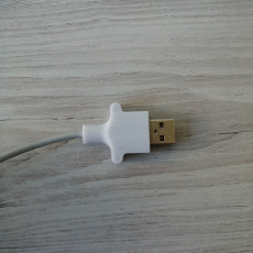 USB cable fixer