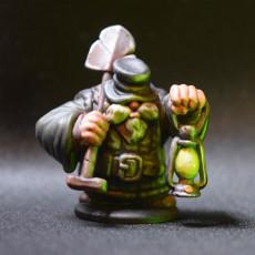 Picture of print of Dwarven Gravedigger Miniature