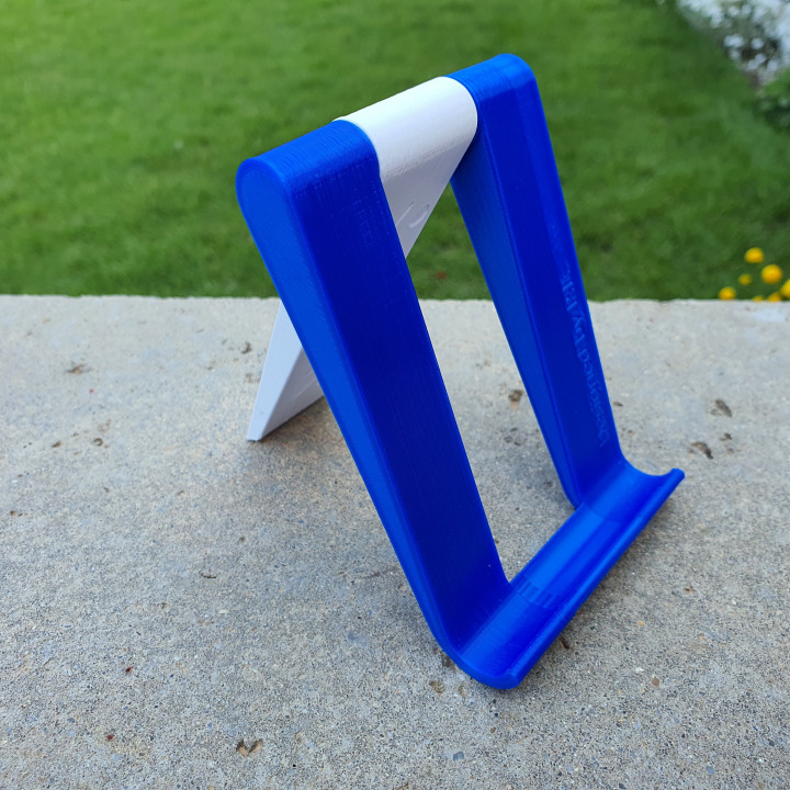 Freely adjustable phone stand