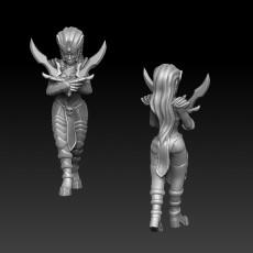 Dark elf female with crossed daggers