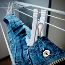 Springless clothespin